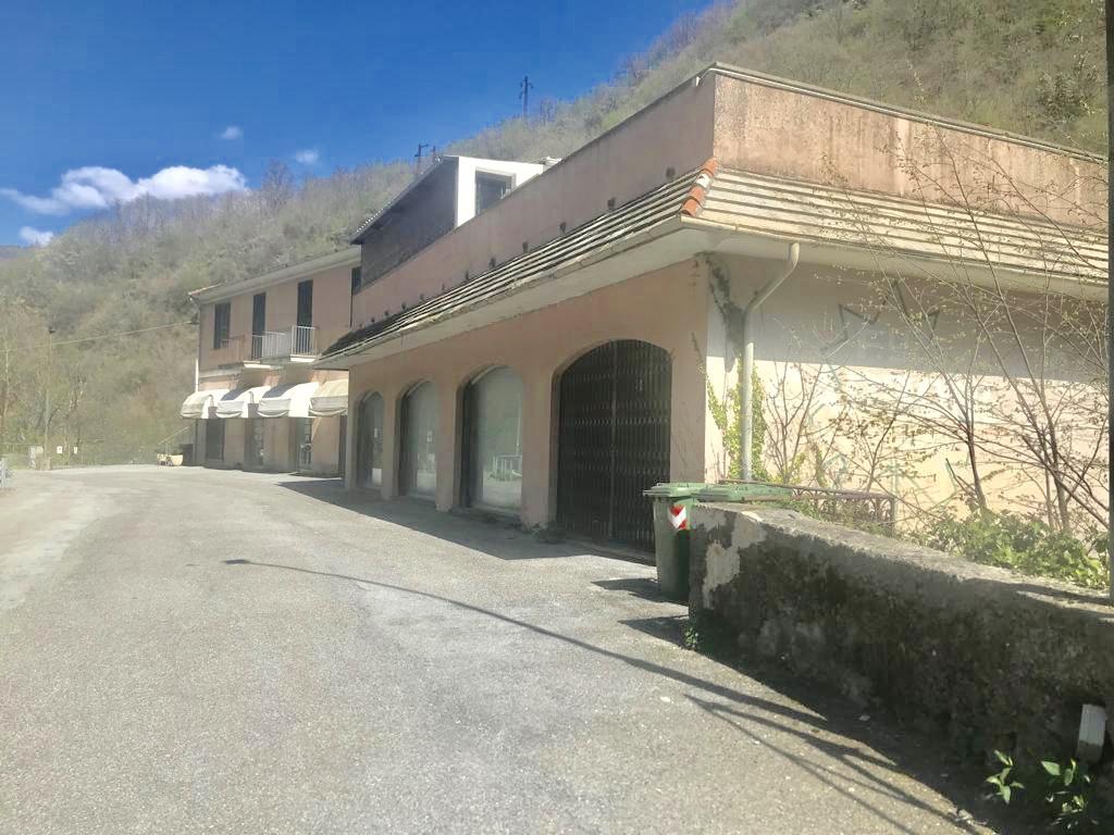 Stabile commerciale Genova La Presa statale 45 (direzione Bargagli)