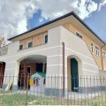 Appartamento in villa con giardino e box in contesto privato