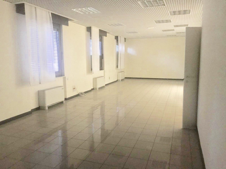 Locale commerciale 800mq su tre piani Corvetto