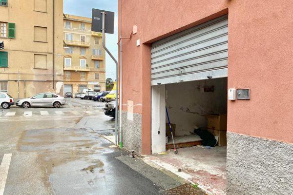 Magazzino/ locale commerciale Cornigliano