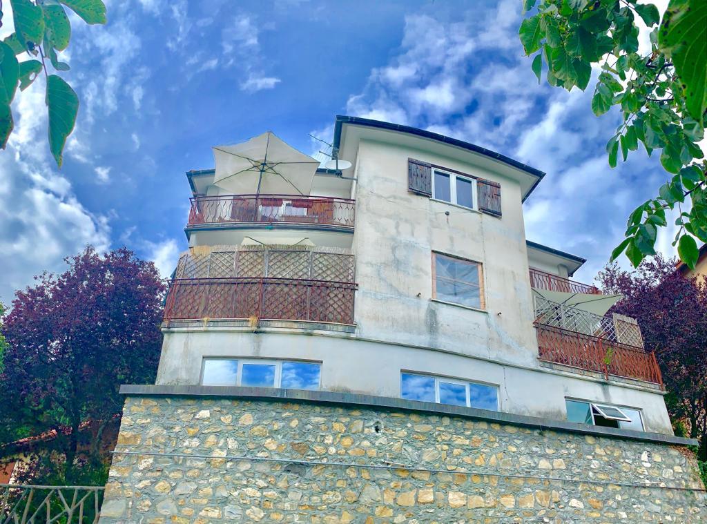 Villa Residenziale plurifamiliare con giardino Davagna Scoffera