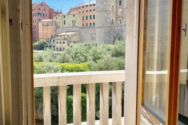 Bilocale con terrazzo Genova centro
