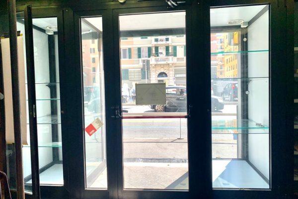 Negozio Corso Sardegna su tre livelli